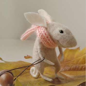 Needle felted bunny, felt ornament, needle rabbit, soft sculpture, figurine, animal forest, acorn, cute plush, tender mouse