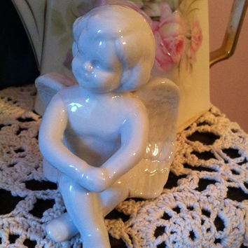 Cherub Ceramic Figurine Vintage White Porcelain Small Angel Sculpture Baby Angel Shelf Sitter Angel Lovers Home Decoration Christmas Decor