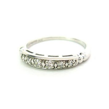 14K White Gold Diamond Ring. Art Deco Wedding Anniversary Band. 6 Round Graduated Gemstones. Vintage 1940s Eternity Jewelry Size 7.5