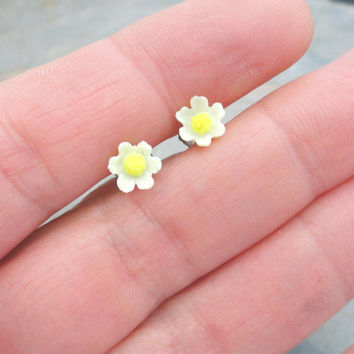 Tiny White Daisy Flower Post Earrings