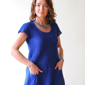 Blue Linen Tunic with two Pockets on Front side, a Round Neck and Short Sleeves, knitted from Eco-Friendly Yarn