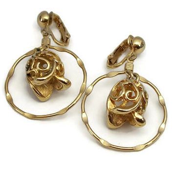 """Vintage Sarah Coventry """"Gracious Tulips"""" Gold Tone Hoop Dangle Clip On Earrings - Filigree Openwork Flowers Floral 1970s 70s Jewelry"""