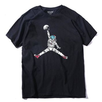Astronaut Dunking The Moon Flight Dunk T-shirt