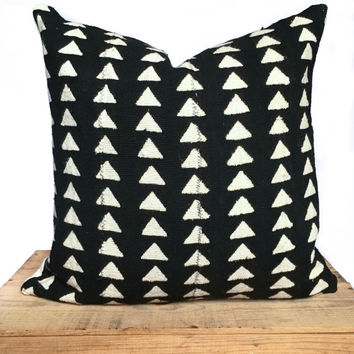 "20 Inch Black and White African Mud Cloth Pillow Cover ""Triangles"""