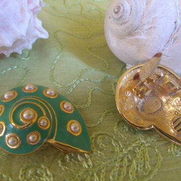 Vintage KJL (Kenneth Jay Lane) Fashion Jewelry Clip-on Earrings Snail Shells Collectible Costume Jewelry from the 1980s