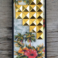 Vintage Hawaiian Gold Studded Pyramid iPhone 5/5s Case