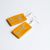 Warm yellow earrings. Cat earrings with gray cat silhouette. Yellow and gray. Sunny yellow dangle errings. Simple earrings.