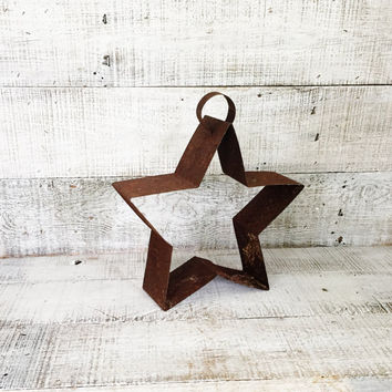 Metal Star Rustic Primitive Hanging Star Sculptured Metal Star Shaped Wall Hanging Vintage Country Farmhouse Decor Cottage Decor Rusty Star